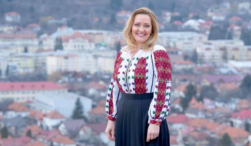 Din televiziune în politică: Elena Lasconi (USR-PLUS) a câştigat Primăria Câmpulung Muscel. Primele declaraţii