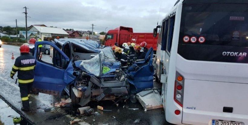 Plan roşu de intervenţie! Accident teribil la Iaşi între un TIR, un autobuz şi un microbuz. Bilanţul victimelor