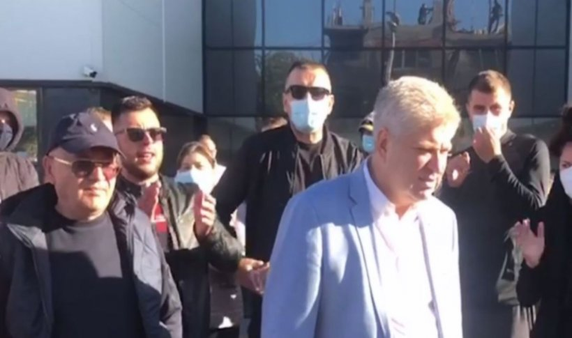Primarul Tudorache a ieșit în stradă alături de susținători și cere renumărarea voturilor