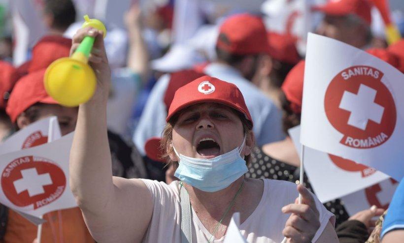 """Medicii amenință că intră în grevă: """"Primim o mască de protecție la 12 ore"""""""