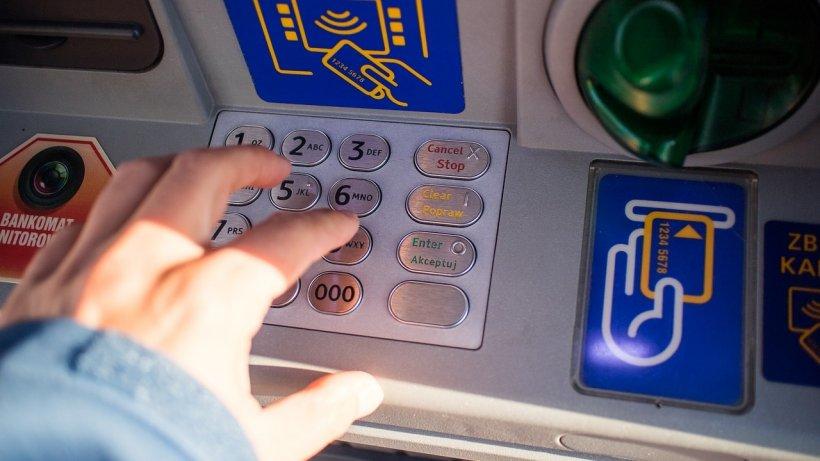 Jaf la o bancă din Vrancea. Poliţia: Din bancomatul distrus nu au fost furați bani