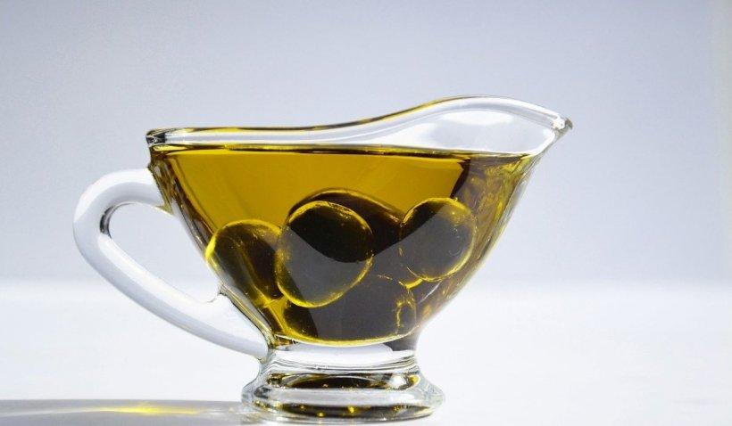 Ce beneficii aduce uleiul de măsline organismului. Este un aliment care trebuie introdus în dieta zilnică