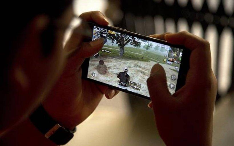 Un copil de 12 ani a murit după ce s-a jucat ore în șir un joc video pe telefon, pe care îl joacă milioane de tineri în toată lumea