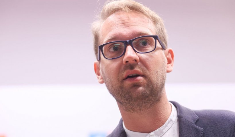 Noul primar al Timişoarei, Dominic Fritz, anunţă că nu are COVID, dar rămâne în izolare