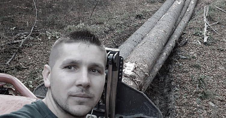 Un cunoscut afacerist din domeniul lemnului, tată a cinci copii, a murit după ce un arbore tăiat l-a lovit direct în cap