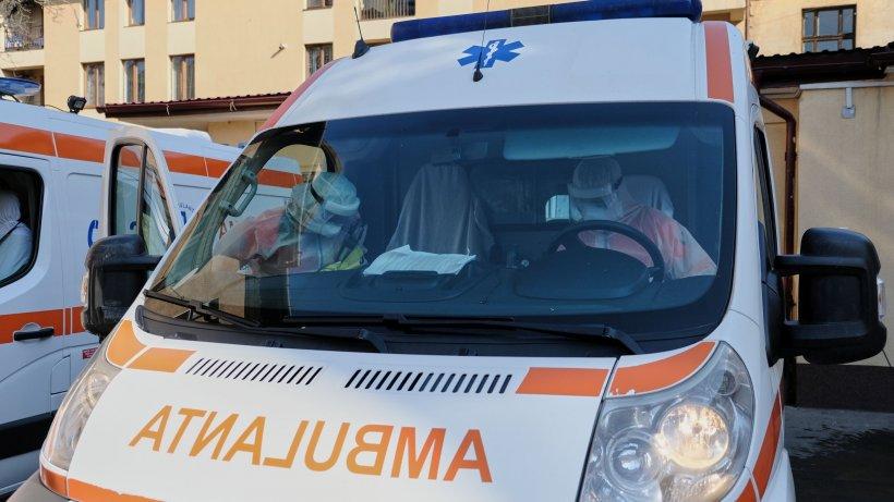 Situație critică la Ambulanța București: Câte opt pacienți pozitivi duși la spital, în aceeași mașină