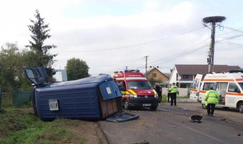 Accident cumplit cu șapte victime în Suceava. Patru copii, printre răniți