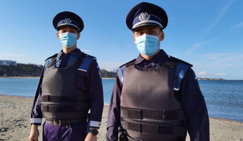 Doi polițiști din Constanța, eroi pentru tatăl unui copil bolnav prins cu mașina pe plajă la Mamaia