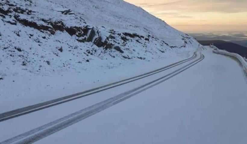 Şapte turişti blocaţi pe Transalpina din cauza zăpezii. Intervenţie dificilă a salvamontiştilor