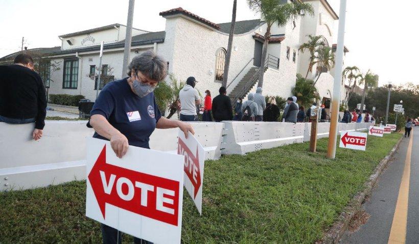 """Sună familiar? Un apel telefonic robotizat le-a cerut americanilor să stea """"acasă, în siguranţă"""" în ziua votului"""