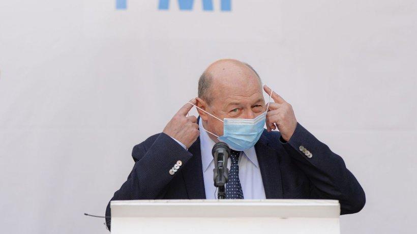"""Traian Băsescu, atac furibund la guvernarea PNL. Îl critică pe """"prompteristul de la Cotroceni"""" şi cere închiderea mall-urilor"""