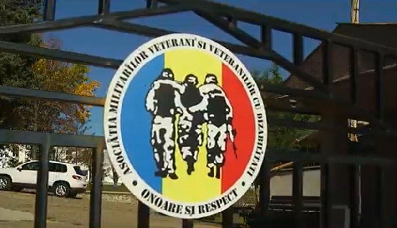 Licitație caritabilă pentru militarii răniți. Obiecte donate de artiști, politicieni, jurnaliști și sportivi de top