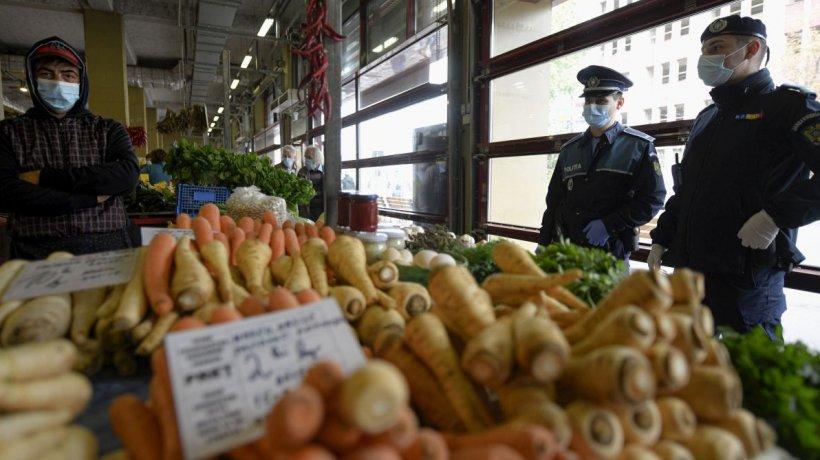 """Toate piețele din spațiile închise nu vor mai funcționa începând de luni. """"Să bag morcovii online?"""""""
