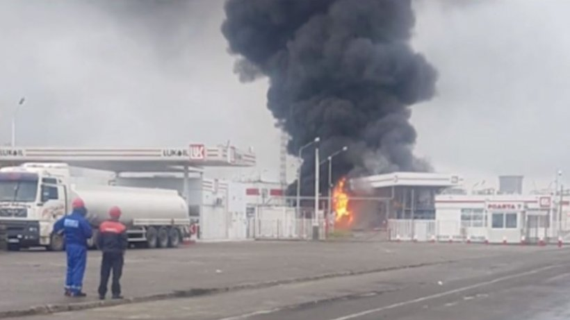 Incendiu la o rafinărie din Ploieşti. O cisternă încărcată cu motorină a luat foc