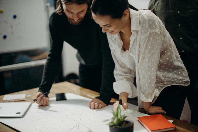 Cum creezi o identitate vizuală pentru afacerea ta
