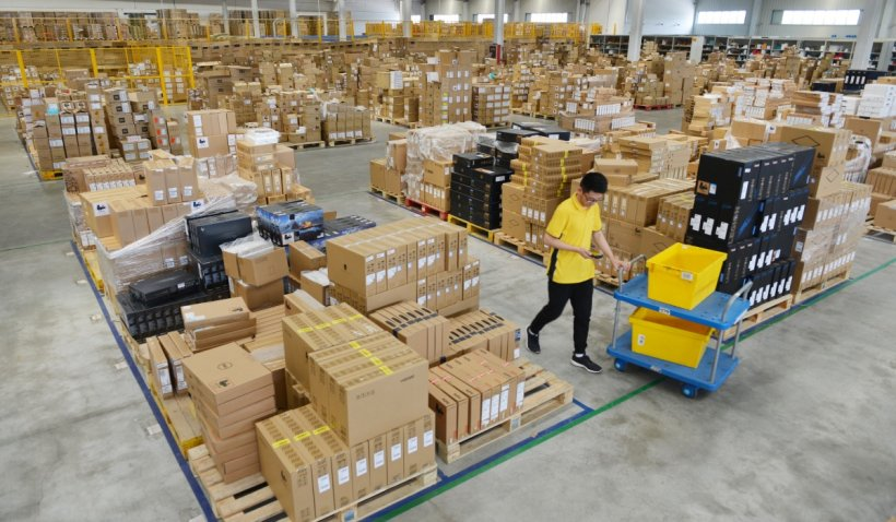 Începe Vinerea Neagră! Reduceri de sute de milioane de lei pregătite de magazinele online