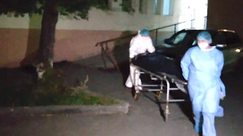 Pacienții de la ATI COVID Piatra Neamț, transferați la Spitalul mobil de la Lețcani