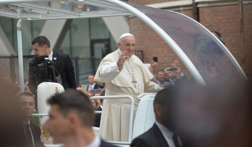 Papa Francisc s-a rugat pentru victimele incendiului de la Piatra Neamț, în slujba de duminică de la Vatican