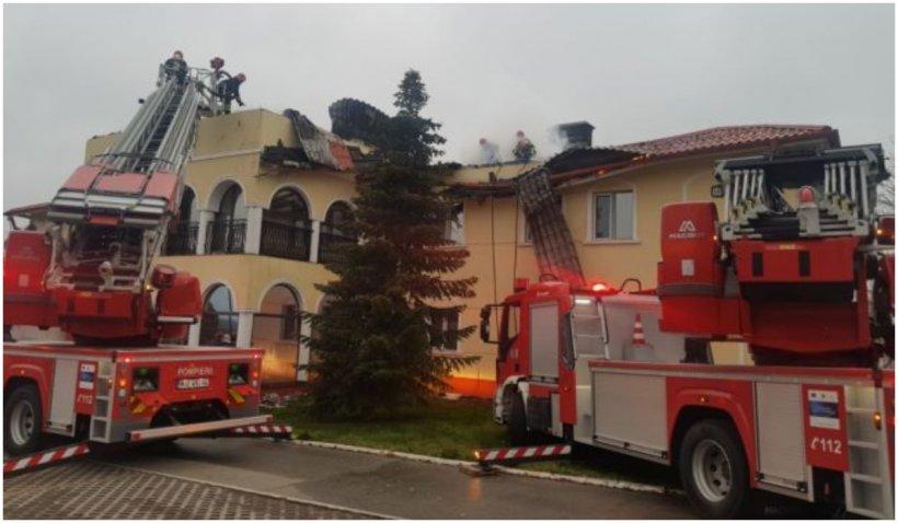 Incendiu de proporţii la proprietatea deputatului Dan Ciocan. Pericol de explozie de la două rezervoare GPL
