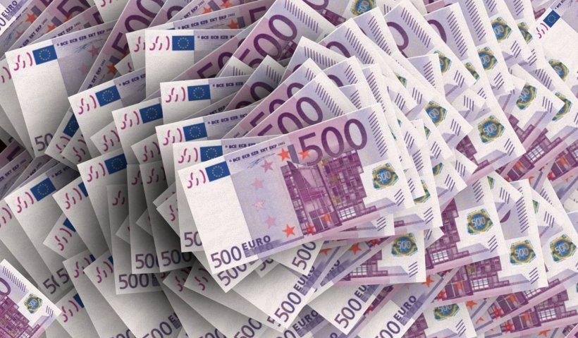 Zeci de mii de euro împachetaţi în pungi! Sumele uriaşe, găsite de DNA, în casa unui manager de spital