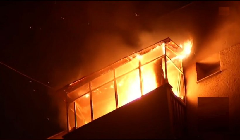 Incendiu în Capitală, în noaptea de Revelion. Balconul unui apartament a luat foc din cauza artificiilor