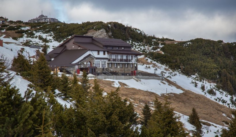 Peste 70 de oameni, păcăliţi că pot petrece Revelionul în cabane de la munte. Din escrocherie, s-au câştigat peste 35.000 de euro