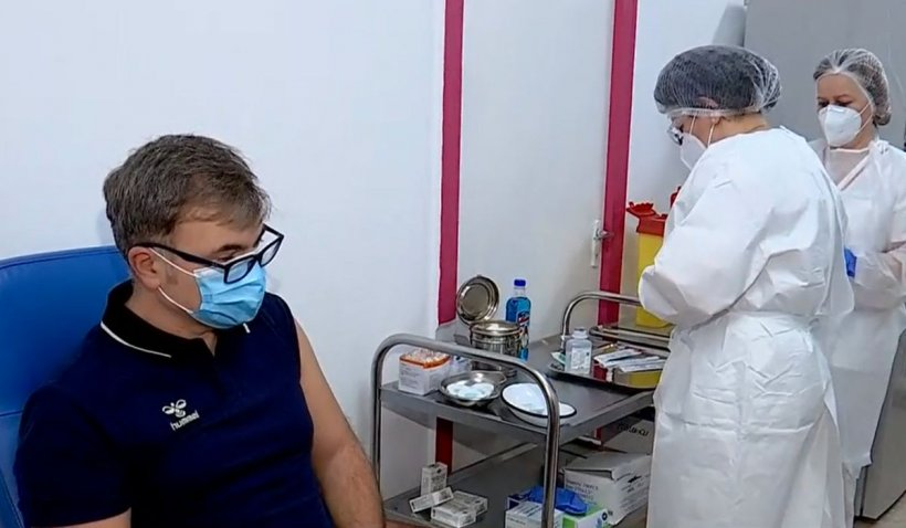 Paşaportul de vaccinat dezbină Europa. România, prinsă la mijloc. Franţa face un anunţ categoric