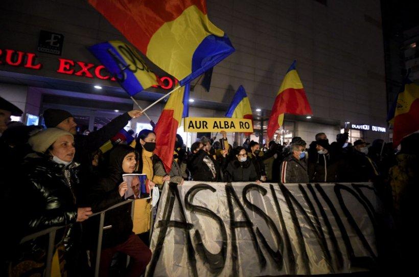 """Val de proteste după incendiul de la """"Matei Balș"""". Diana Șoșoacă: Poliția e cu oamenii din popor"""