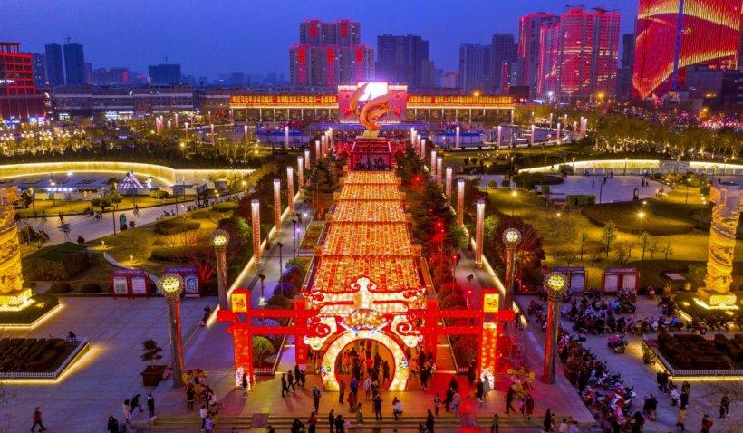 Site- ul de intalnire chinezesc arata un tip frumos