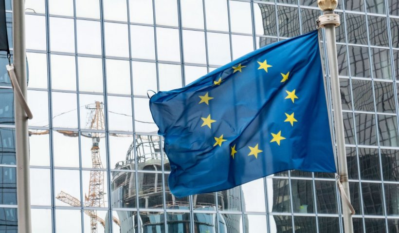 Comisia Europeană: Sistemul de roaming va fi prelungit cu 10 ani, fără taxe suplimentare