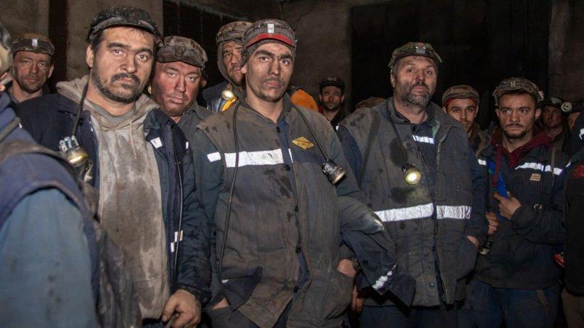 Directorii de Complexul Energetic Hunedoara au salarii de peste 15.000 de lei, iar ortacii câştigă cu greu peste 1.500 de lei