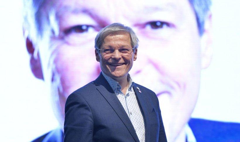 Se ascute lupta pentru şefia USR-PLUS. Surse: Cioloş vrea să preia conducerea noului partid