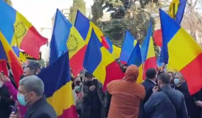 """AUR a ieșit în stradă la Constanța cu tobe și fluiere. George Simion: """"România nu mai e de vânzare"""""""