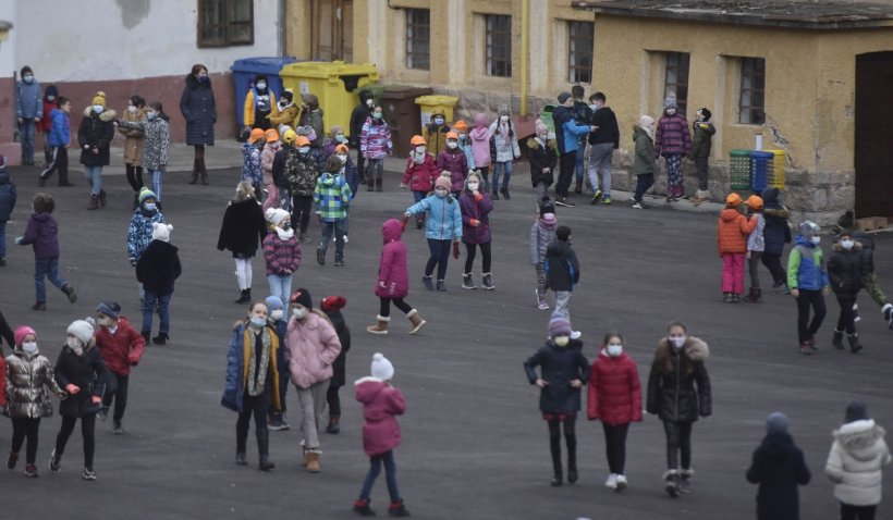 Copiii pandemiei: Ancheta care arată efectele dezastruoase ale pandemiei asupra psihicului copiilor români