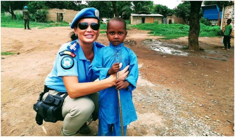Ce i-a cerut Iniko, un copil de 5 ani, singurei românce-jandarm din Africa
