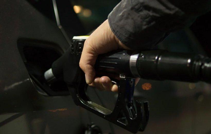Benzina şi motorina ar putea ajunge la 6 lei pe litru până la sfârşitul anului