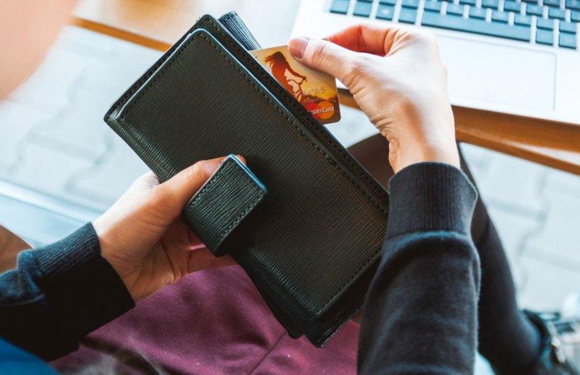 Este perioada fraudelor online. Atenție! Băncile nu cer niciodată datele înscrise pe card și PIN-ul