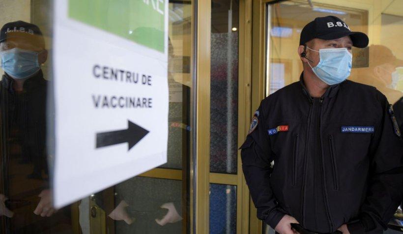 Valeriu Gheorghiță: Este total contraindicat să adunăm resturi de vaccin din mai multe flacoane