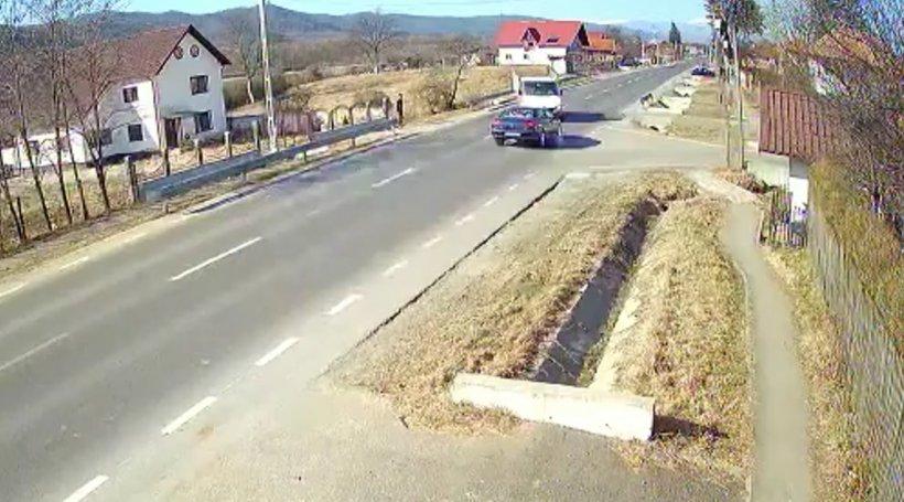 Accident grav surprins de camerele de supraveghere între Pitești și Câmpulung Muscel. Un copil de 9 ani, dus de urgență la spital - VIDEO