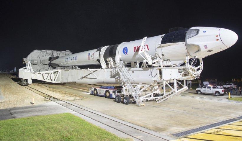 Un miliardar japonez invită opt persoane într-o călătorie gratuită în jurul Lunii cu o rachetă SpaceX: Doritorii pot aplica pentru interviu