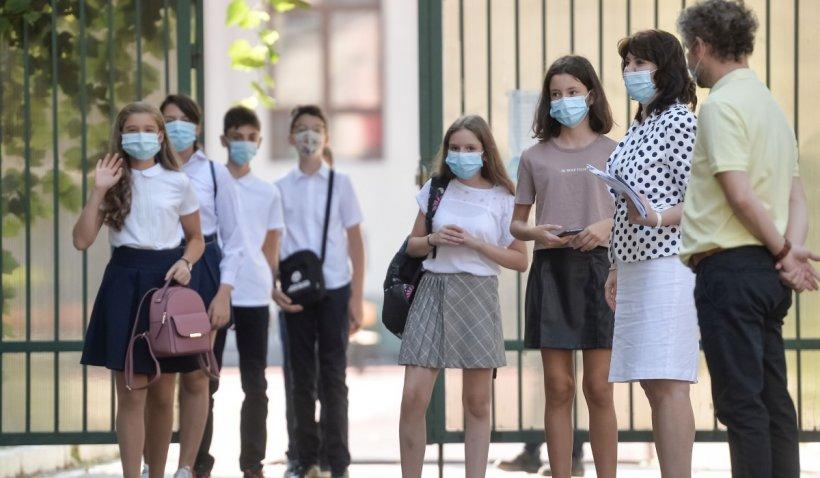 Horărâre CNSU: Școlile rămân deschise pentru elevii din anii terminali în localități cu incidență sub 6 la mia de locuitori
