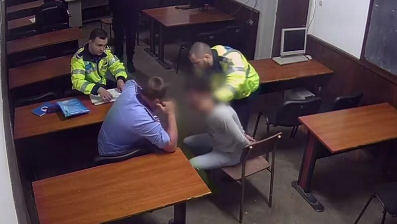 Imagini cutremurătoare din Secția 16, unde șapte polițiști bat și strangulează un bărbat încătușat. Liderul de sindicat, arestat de procurori pentru tortură
