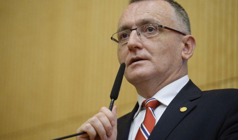 Ministrul Educaţiei vrea ca elevii de clasa a VIII-a şi a XII-a să meargă la şcoală şi în scenariul roşu