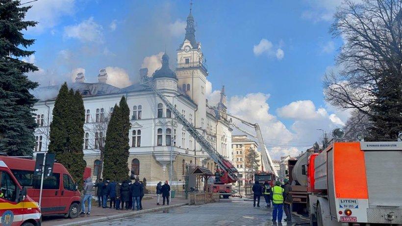 Incendiul de la Prefectura Suceava a fost lichidat după patru ore