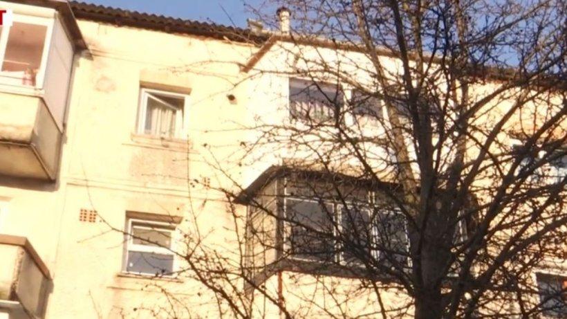 VIDEO. Un vecin a surprins momentul în care trupele speciale au pătruns în apartamentul de la Onești și l-au împușcat pe agresor