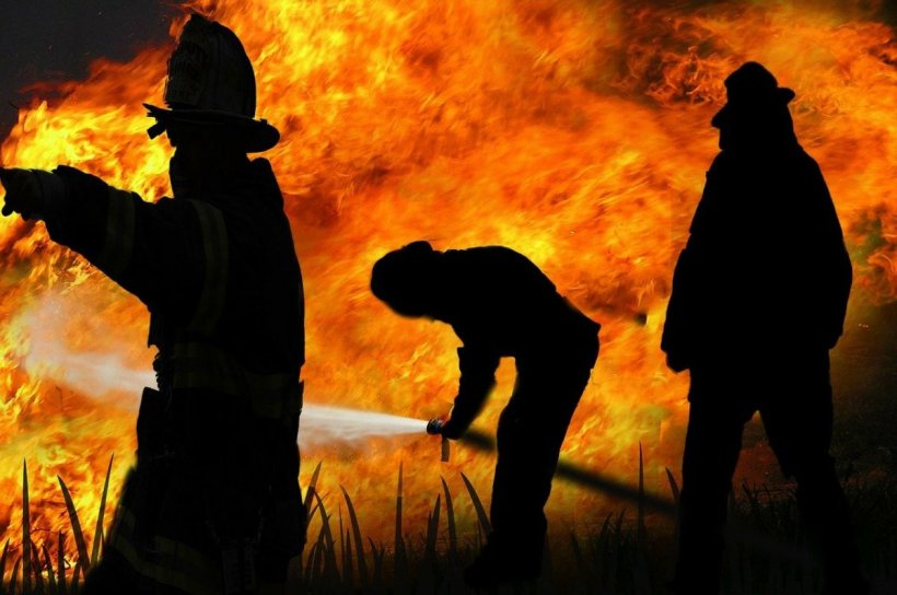 Incendiu la Clinica de Neuropsihiatrie din Craiova. Trei cadre medicale s-au aruncat de la etaj