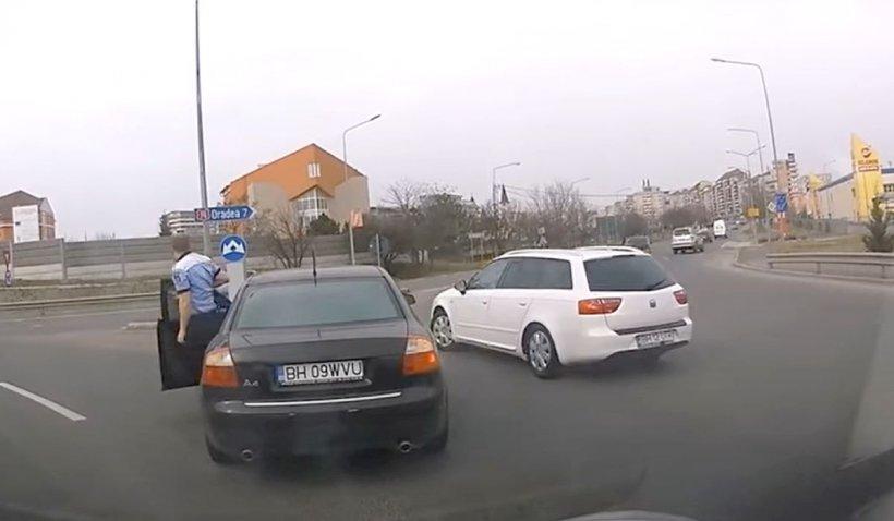 """Şofer amendat de un poliţist """"sub acoperire"""", după o manevră greşită într-un sens giratoriu în Oradea"""