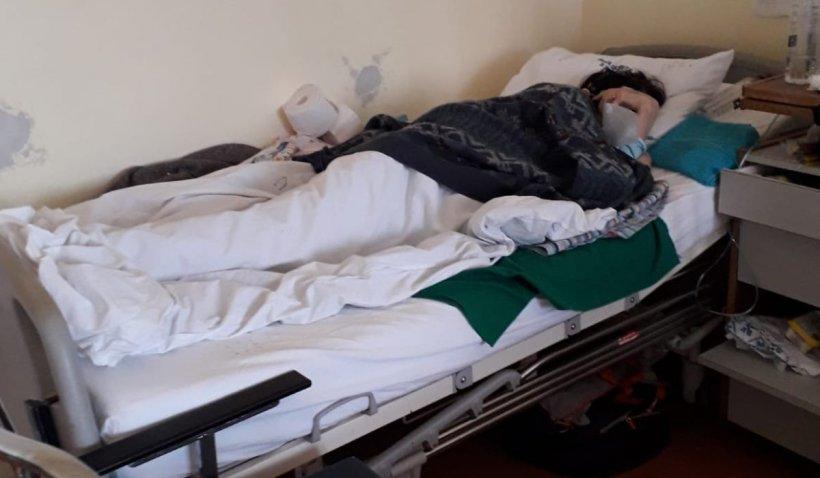 """Bătrânii îngheaţă în secţia COVID-19 a Spitalului Municipal din Arad: """"Am impresia că stau într-o morgă"""""""
