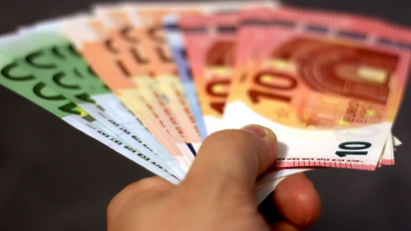 Euro a atins, miercuri, al șașelea maxim istoric consecutiv