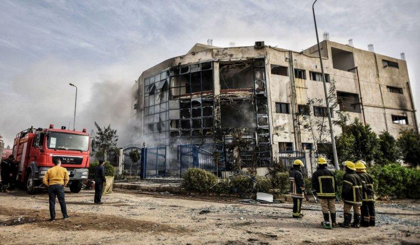 Cel puţin 20 de oameni au murit într-un incendiu devastator lângă Cairo
